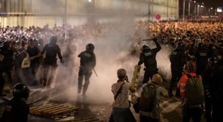 Συγκρούσεις διαδηλωτών και αστυνομίας στη Βαρκελώνη