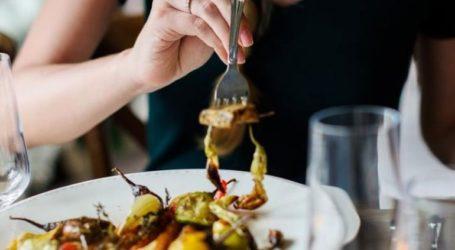 Πρόστιμο σε εστιατόριο γιατί έδινε καταλόγους χωρίς τιμές στις πελάτισσες