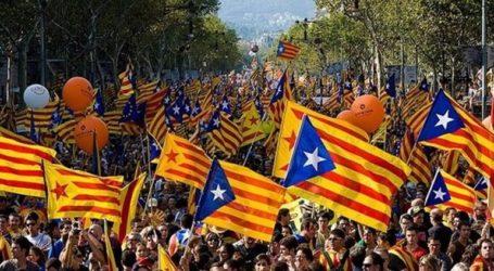 Ο πρωθυπουργός της Ισπανίας ζητά από τον Καταλανό ηγέτη να καταδικάσει τη βία