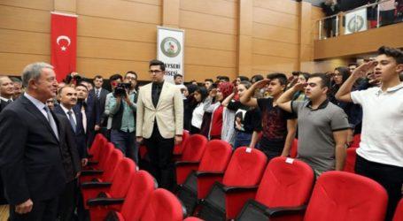 Μαθητές σχολείου χαιρέτισαν στρατιωτικά τον Ακάρ