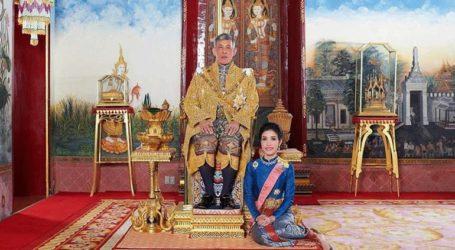 Ο βασιλιάς της Ταϊλάνδης αφαίρεσε τίτλους και αξιώματα από τη βασιλική σύντροφό του