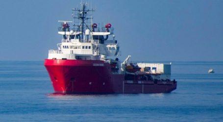 Ασφαλές λιμάνι για να αποβιβάσει 104 μετανάστες αναζητά η SOS Mediterranee