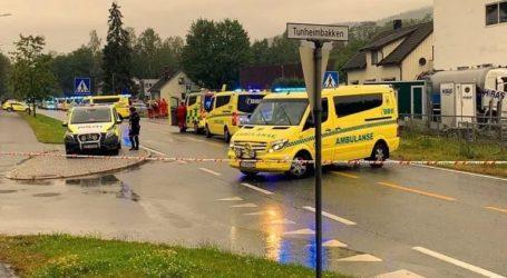 Άνδρας έκλεψε ασθενοφόρο και έπεσε πάνω σε κόσμο