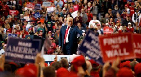 Ρεπουμπλικάνοι διέκοψαν κατάθεση που ενδέχεται να οδηγήσει στην παραπομπή του Τραμπ