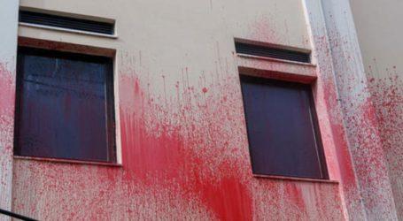 Επίθεση με μπογιές στο κτίριο του δημαρχείου Πεντέλης