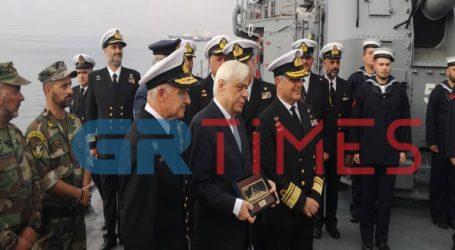 Το ιστορικό πλοίο «Βέλος» στη Θεσσαλονίκη επισκέφθηκε ο Προκόπης Παυλόπουλος