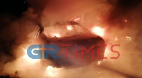Κάηκαν ολοσχερώς δύο οχήματα σε οικισμό των Ρομά στα Διαβατά
