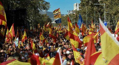 Εκατοντάδες νέοι κατασκήνωσαν στη Βαρκελώνη σε διαμαρτυρία για την καταδίκη των αυτονομιστών ηγετών