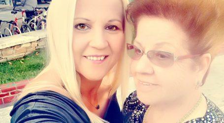Βόλτα με τη μαμά της