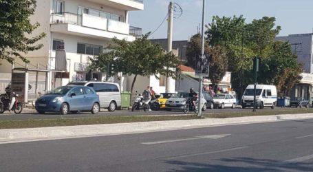 ΤΩΡΑ: Τροχαίο ατύχημα στον κυκλικό κόμβο Διμηνίου [εικόνες]