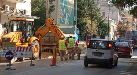 ΤΩΡΑ: Μποτιλιάρισμα στην οδό Πολυμέρη λόγω έργων [εικόνες]