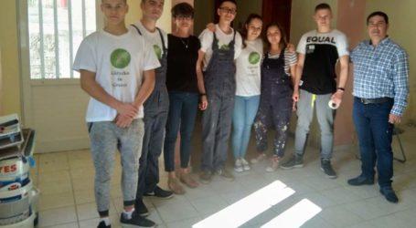 Μαθητές του Erasmus+ από την Πολωνία έβαψαν χώρο εκδηλώσεων στην Αιγάνη