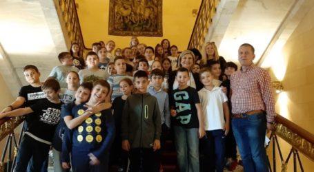 Τους αυριανούς πολίτες του 37ου Δημοτικού Σχολείου Λάρισας υποδέχθηκε η Ευαγγελία Λιακούλη στη Βουλή