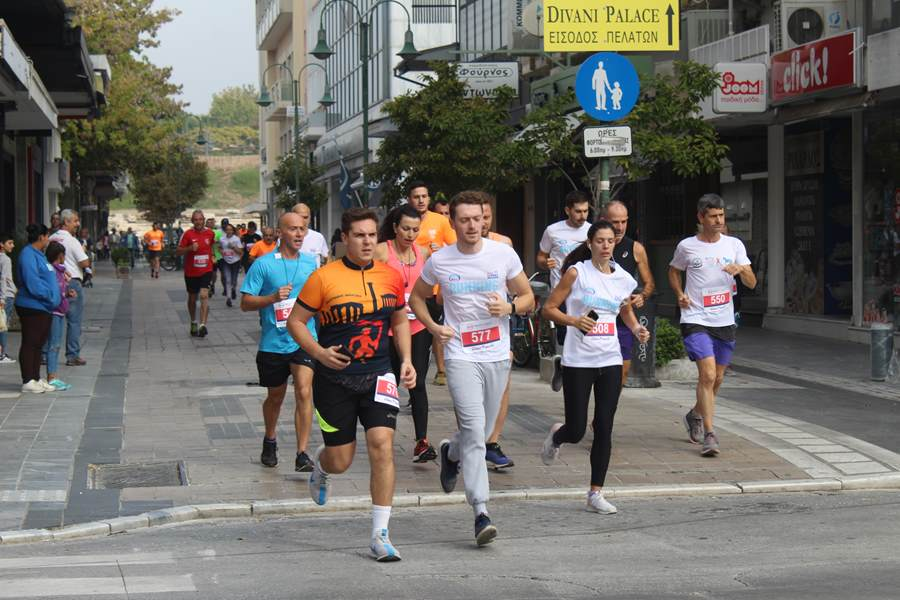 Έτρεξαν σε αγώνες στην Κεντρική πλατεία οι Λαρισαίοι το πρωί της Κυριακής (φωτο)