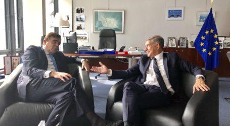 Συνάντηση του Κ. Αγοραστού με τον Έλληνα επίτροπο Μ.Σχοινά στις Βρυξέλλες