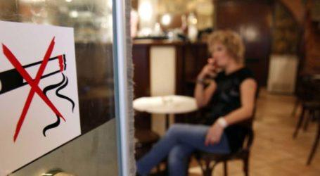 Πλήθος καταγγελιών στο διαδίκτυο: Λαρισαίοι καπνίζουν σε δημόσιες υπηρεσίες, ακόμη και σε μουσεία!