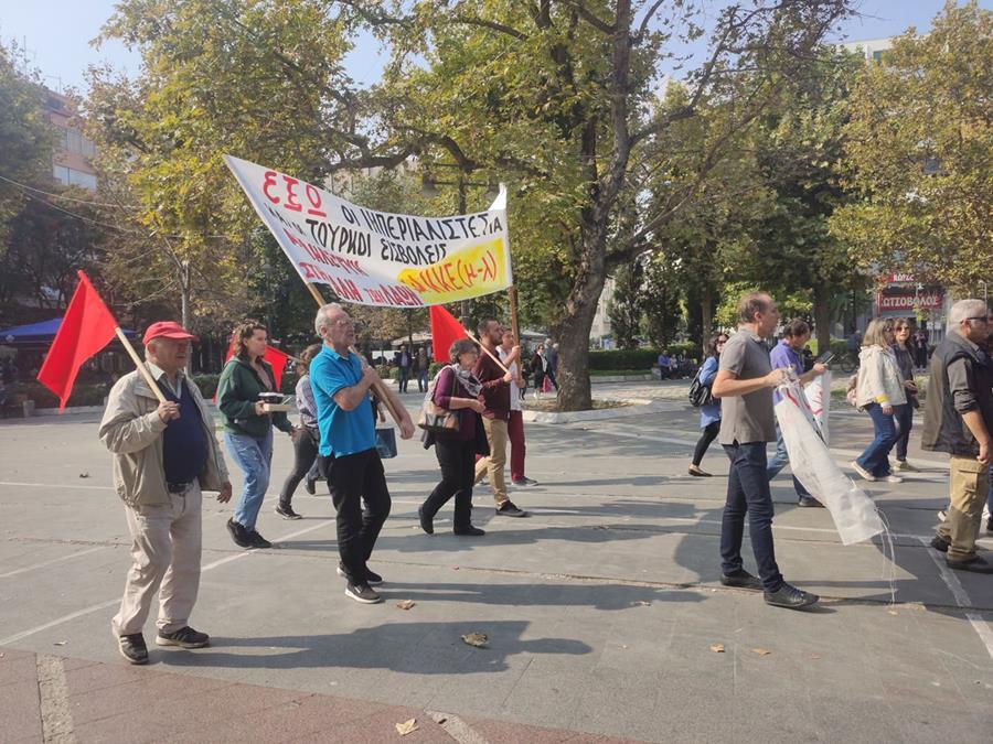 Λαρισαίοι και πρόσφυγες έκαναν πορεία ενάντια στην τουρκική εισβολή στη Συρία (φωτό)