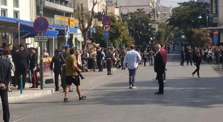 Πλημμύρισε από χιλιάδες Λαρισαίους το κέντρο της πόλης για την παρέλαση – Δείτε φωτογραφίες