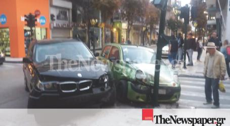 Σφοδρή σύγκρουση οχημάτων στο κέντρο του Βόλου [αποκλειστικές εικόνες]