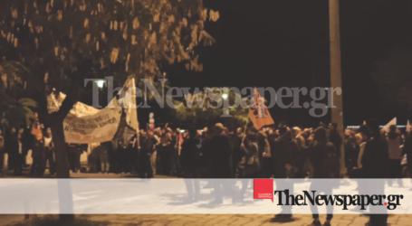 ΤΩΡΑ: Στον Βόλο έδιωξαν βουλευτές και μέλη του ΣΥΡΙΖΑ από την πορεία για το Πολυτεχνείο [εικόνες και βίντεο]