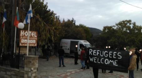Τι λένε οι… «αλληλέγγυοι» που έγραψαν συνθήματα στην Άλλη Μεριά για τους πρόσφυγες