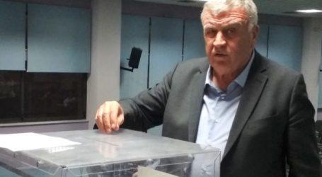 Ψήφισε στις εκλογές της ΠΕΔ ο Θανάσης Νασιακόπουλος – Έκλεισαν οι κάλπες