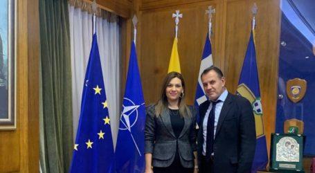 Στο Πεντάγωνο η Στέλλα Μπίζιου – Συναντήθηκε με τον Υπουργό Εθνικής Άμυνας