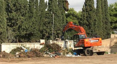 Αντιδράσεις στη Βουλιαγμένη για τη δημιουργία «χωματερής» δίπλα στο νεκροταφείο
