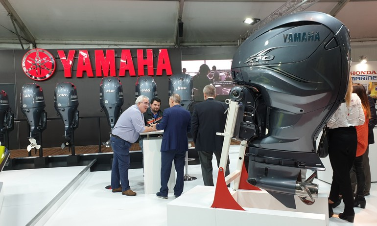 Το νέο καμάρι της Yamaha, η ολοκαίνουργια 425 που... μεταφράζεται σε V8, 5.599 κ.εκ. και 425 ίππους...