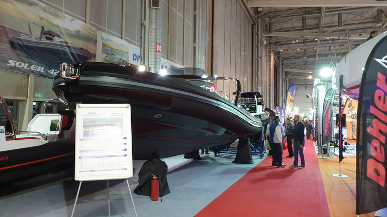 Στην έκθεση θα δείτε και μεγάλα φουσκωτά σκάφη...