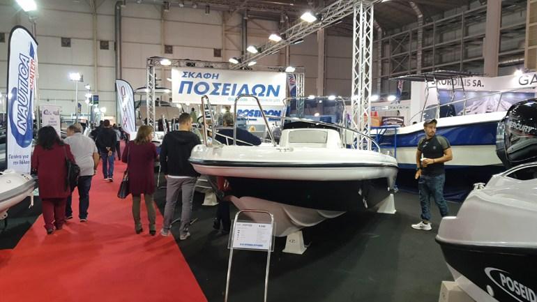 Δέκα χρόνια εγγύηση για το Poseidon R540 το οποίο έχει μήκος 5,40 μέτρα, το βάρος αγγίζει τα 540 κιλά και μπορεί να φιλοξενήσει 7 άτομα