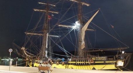 To «Πειρατικό» που έδεσε στο λιμάνι της Σκιάθου [εικόνες]