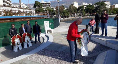 Βόλος: Κατάθεση στεφάνων φορέων για την επέτειο του Πολυτεχνείου [εικόνες]
