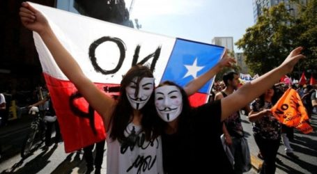 Με στολές εξωγήινων και μάσκες του Τζόκερ οι διαδηλωτές στη Χιλή