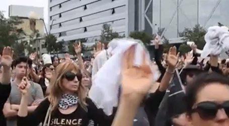 Σιωπηλή διαμαρτυρία γυναικών για τους νεκρούς της κρίσης στη Χιλή