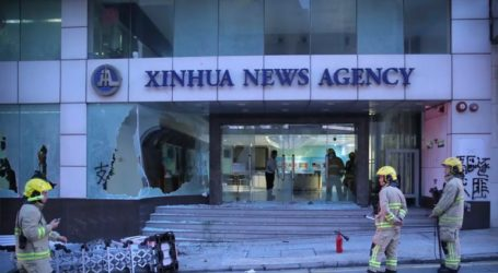 Βανδαλισμοί από διαδηλωτές στα γραφεία του Xinhua στο Χονγκ Κονγκ