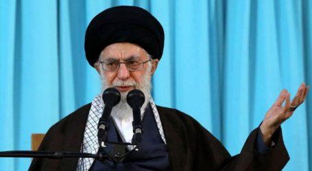 Ο αγιατολάχ Αλί Χαμενεΐ επιμένει στην αντίθεσή του σε οποιοδήποτε διάλογο «με τους Αμερικανούς»