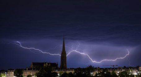 Τουλάχιστον 140.000 νοικοκυριά χωρίς ηλεκτρικό ρεύμα στη Γαλλία