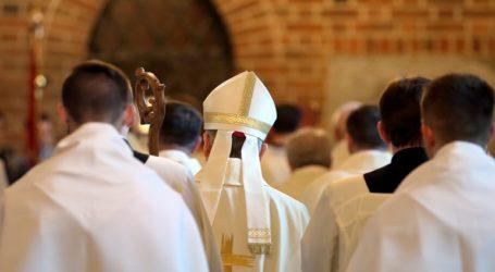 Καθολικός ιερέας σε διαθεσιμότητα για σεξουαλική κακοποίηση ανηλίκου πριν από δεκαετίες