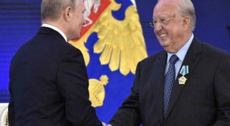 Ο Πούτιν παρασημοφόρησε τον επίτιμο πρόξενο της Ρωσίας στην Κρήτη και τα Δωδεκάνησα