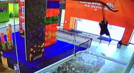 Παιδί έπεσε από τροχαλία ύψους έξι μέτρων σε πάρκο αναψυχής στη Φλόριντα