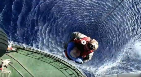 Διακομιδή ασθενούς από πλοίο του ρωσικού Πολεμικού Ναυτικού νότια της Γαύδου
