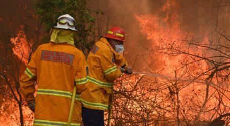 Τρεις νεκροί από τις πυρκαγιές που έχουν κάψει τουλάχιστον 150 σπίτια στην Αυστραλία