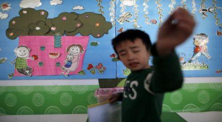 Άνδρας εισέβαλε σε νηπιαγωγείο και τραυμάτισε 51 νήπια με διαβρωτικό υγρό