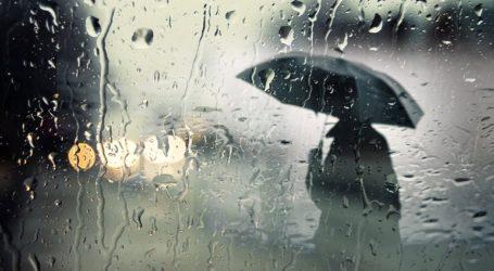 Η κακοκαιρία «Βικτώρια» «χτυπά» την Αττική με ισχυρές καταιγίδες