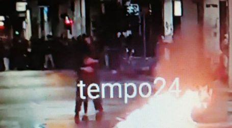 Χόρεψαν ταγκό … δίπλα από φλεγόμενο κάδο κατά τη διάρκεια επεισοδίων στην Πάτρα