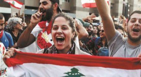 Συνεχίζονται οι κινητοποιήσεις, με την οργή των διαδηλωτών να στρέφεται κατά του προέδρου Μισέλ Αούν