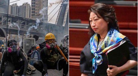 Διαδηλωτές επιτέθηκαν στην υπουργό Δικαιοσύνης του Χονγκ Κονγκ στο Λονδίνο