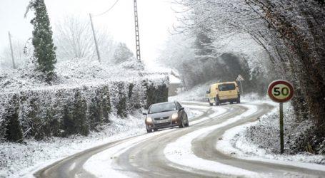 300.000 νοικοκυριά χωρίς ρεύμα και ένας νεκρός από το χιονιά