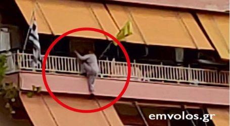 Αστυνομικός διέσωσε γυναίκα που κρεμόταν από το μπαλκόνι 4ου ορόφου